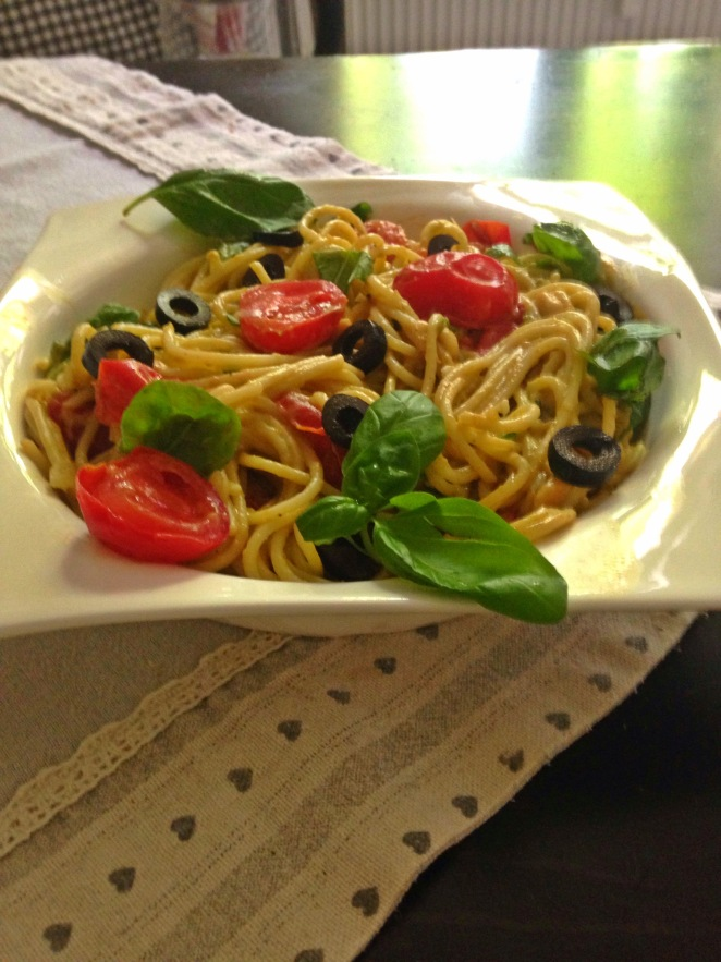 Spaghetti mit Tomaten-Avocado-Sauce