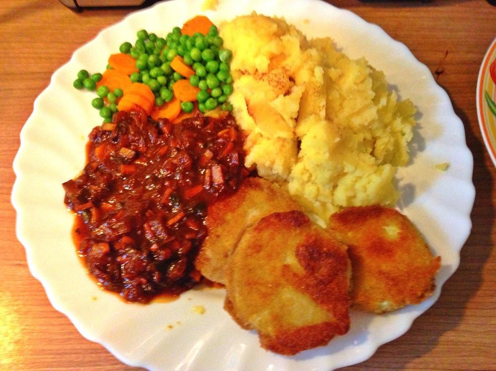 Kohlrabi Schnitzel Mit Kartoffelpüree Veganer Bratensoße Und Erbsen